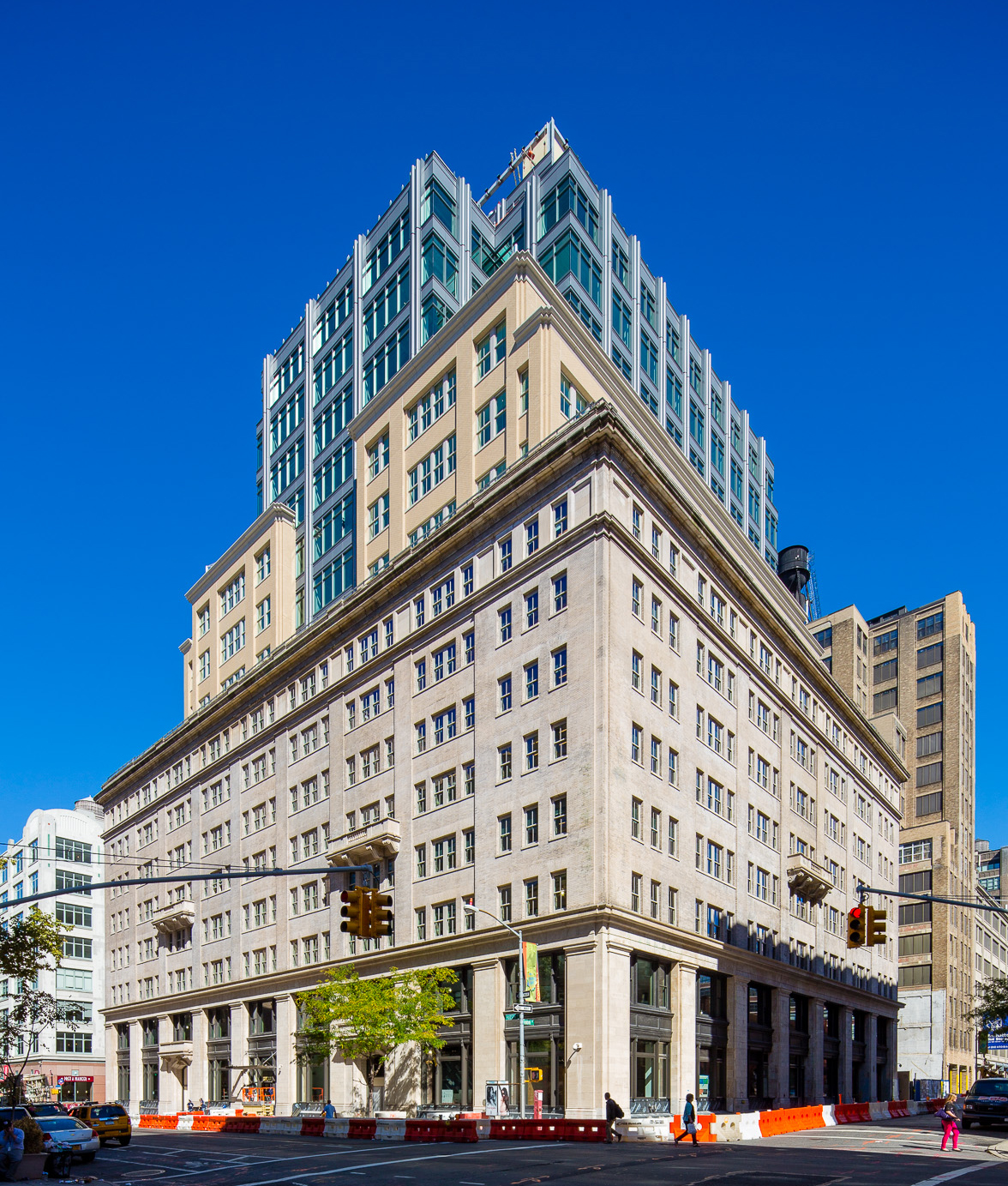 Cadillac closes on 34 000 s f hq lease at 330 hudson for How far is hudson ny from nyc