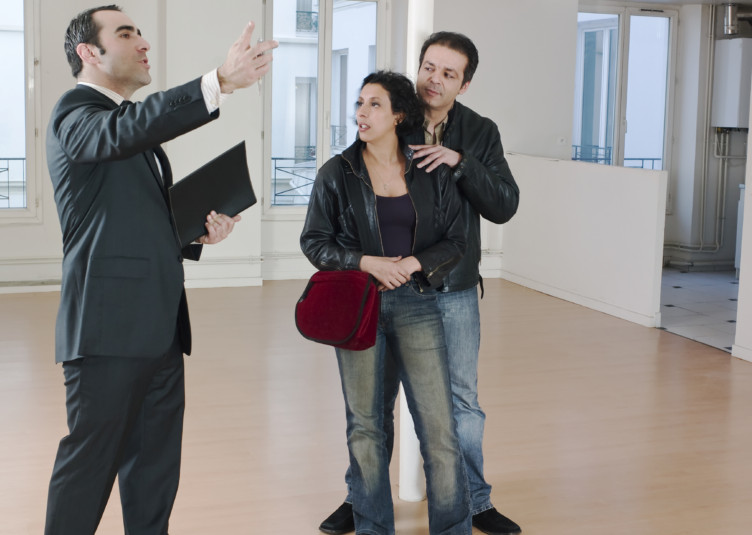 couple visiting apartment